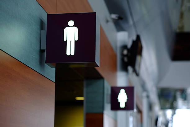 entrance to the male and female toilet. sign in airport - 外型 個照片及圖片檔