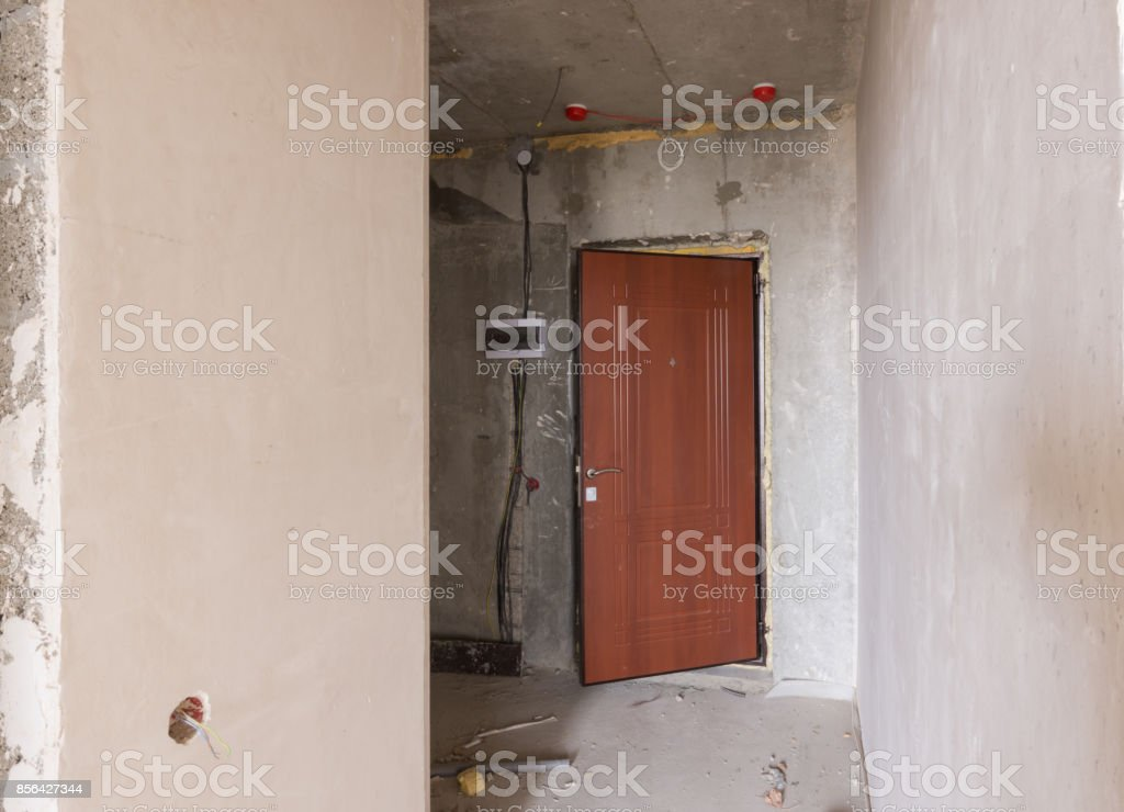 Eintritt In Die Prämisse In Den Neubau Installierte Metalltür Und ...