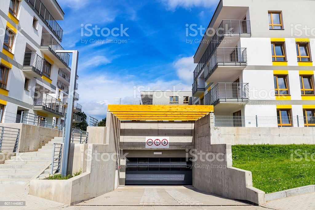https://media.istockphoto.com/photos/entrance-to-the-underground-garage-picture-id601144582