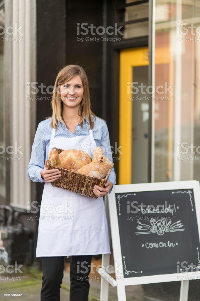 Unternehmer, die ihr Geschäft draußen Lizenzfreies stock-foto