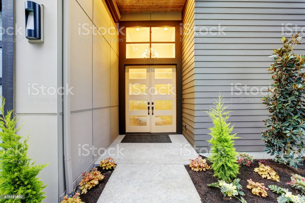 Entry porch of Contemporary style home in Bellevue stock photo