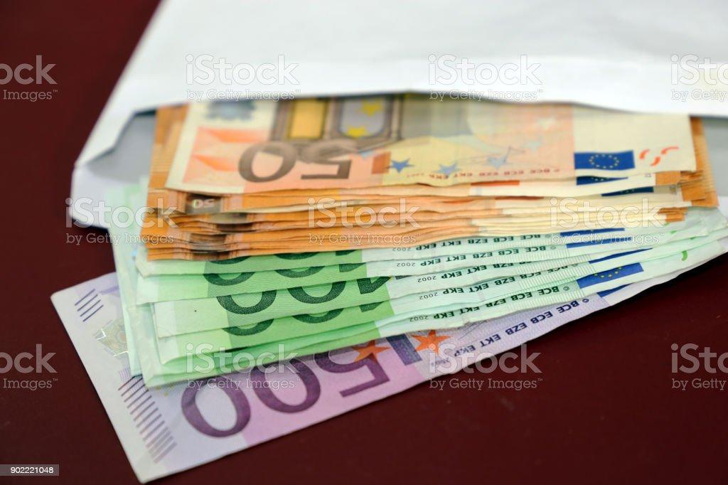 Umschlag mit Euro-Banknoten – Foto