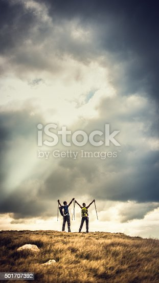 istock Epic photo of hikers on top of a plateau 501707392