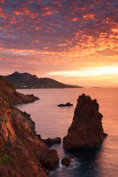 lever du soleil épique autour du cap dramont - Photo