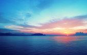 素晴らしい日の出の南ヨーロッパ