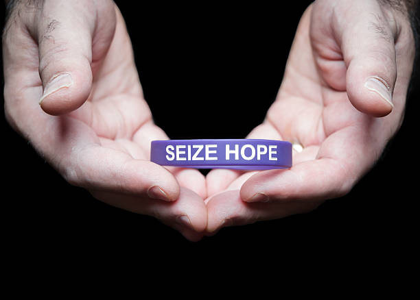 epilepsy foundation cincinnati chapter purple seize hope bracelet - kellyjhall stock pictures, royalty-free photos & images