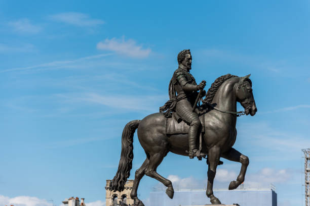 equestrian statue king henri iv in paris, epithet good king henry, was king of navarre (as henry iii) from 1572 and king of france from 1589 to 1610 - principe harry foto e immagini stock
