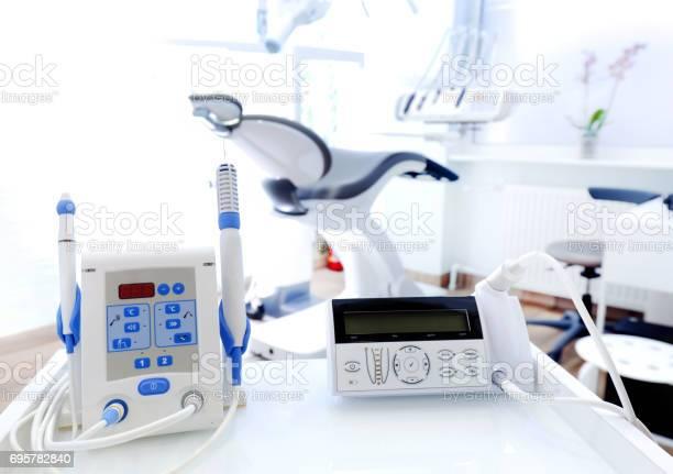 Geräte Und Dentale Instrumente In Zahnarztpraxis Zahnmedizin Stockfoto und mehr Bilder von Accessoires