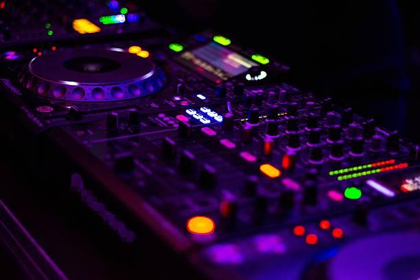 dj equipment mixing board. - stage musical stock-fotos und bilder