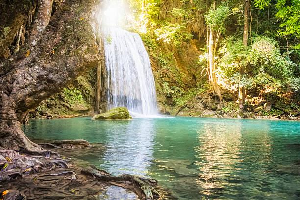 cascate di erawan-tailandia - laguna foto e immagini stock