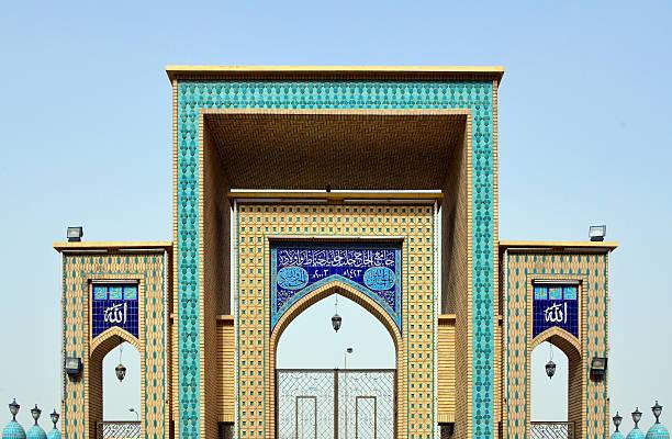in arbil, kurdistan, irak: jalil khayat moschee gate - kurdische sprache stock-fotos und bilder