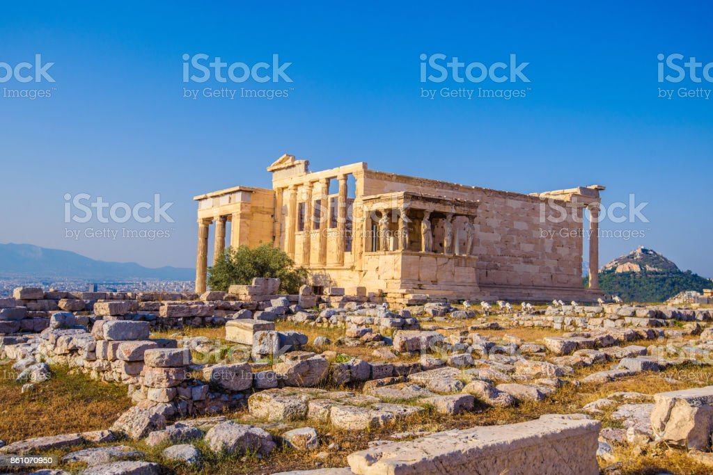 Erechtheion Tempels in Athen während des Sonnenuntergangs. Ruinen des Tempels des Erechtheion und Tempel der Athene auf der Akropolis in Griechenland. – Foto