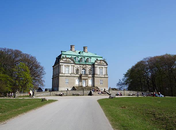 eremitage palace - eremitage stock-fotos und bilder