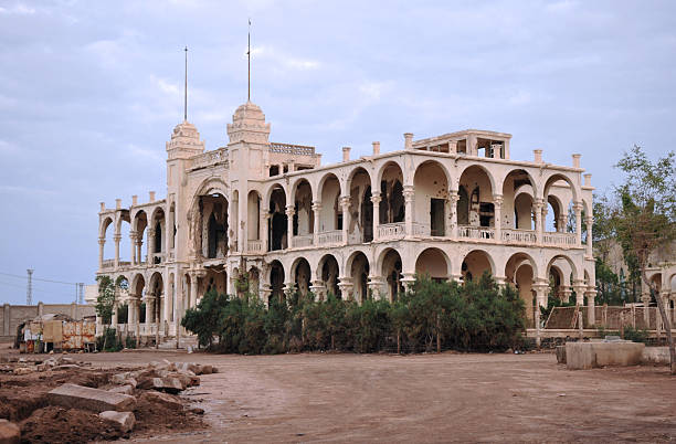eritrea, battered former italian bank, massawa in the evening sun - eritrea stock photos and pictures