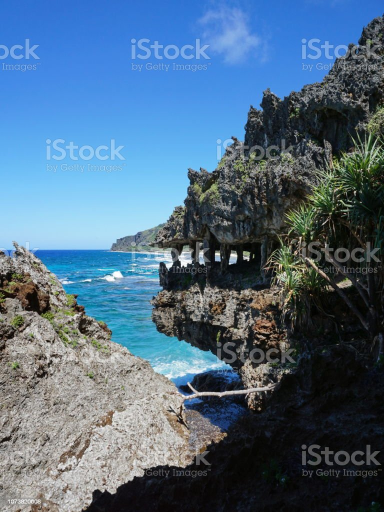 Eroded coastal cliff that looks like monster mouth стоковое фото