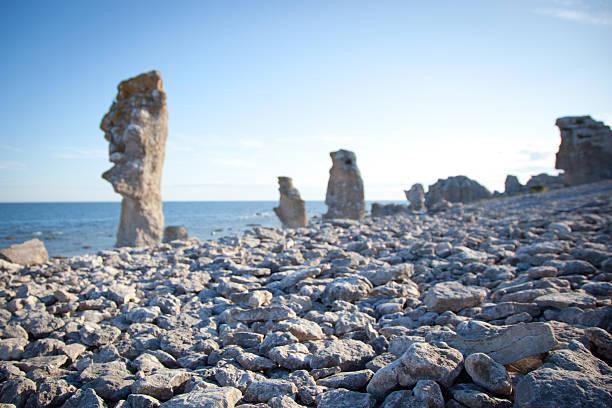 Erodiert Kalkstein Stapel auf der Insel von Faro in Schweden – Foto