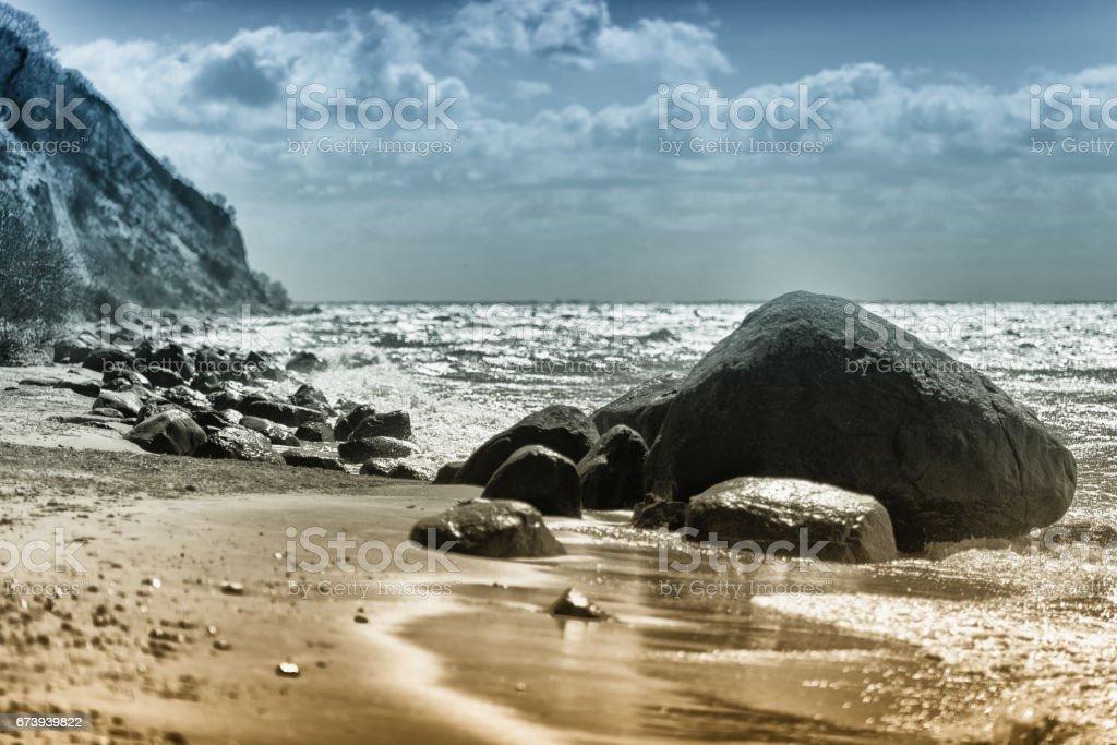 erratic blocks on beach at baltic sea - boulder rock, stone, pebbles foto de stock royalty-free