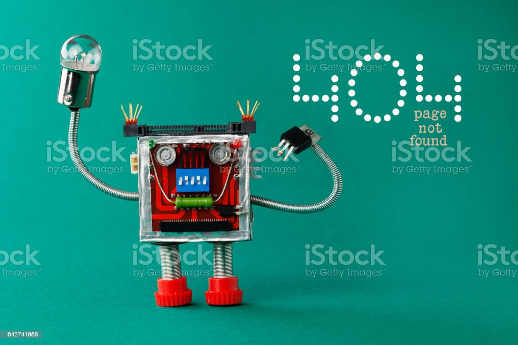 Error 404 page not found page. Robot with light bulb lamp in hand. Fun toy character on green background, copy space. macro view photo stock photo