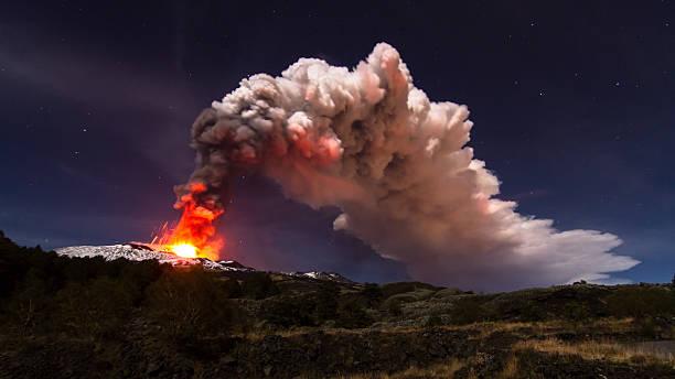 eruption etna - 爆發 個照片及圖片檔