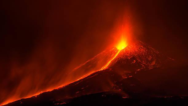 eruption of etna - 爆發 個照片及圖片檔