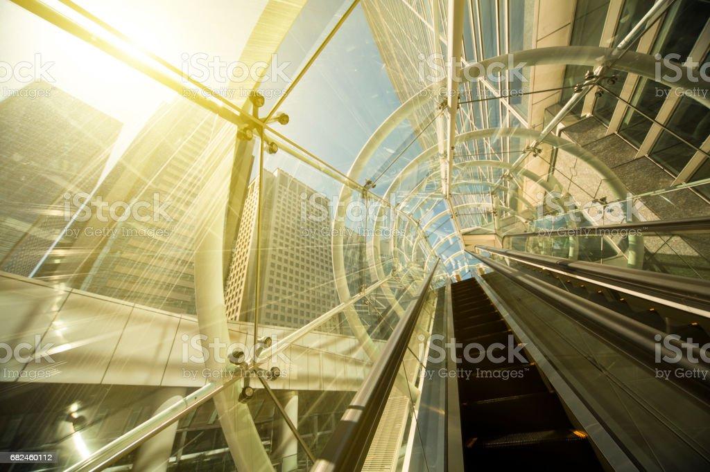 Yürüyen merdiven modern ofis binası royalty-free stock photo