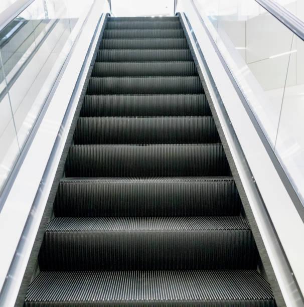 escalator - escalator foto e immagini stock