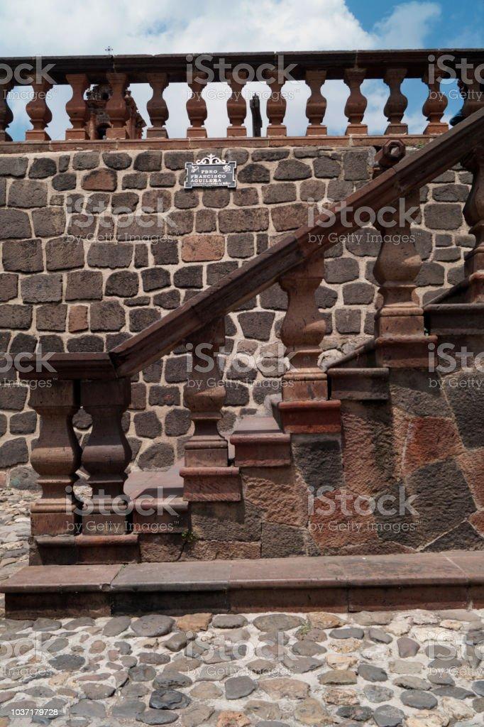Escaleras de cantera rosa - foto de stock