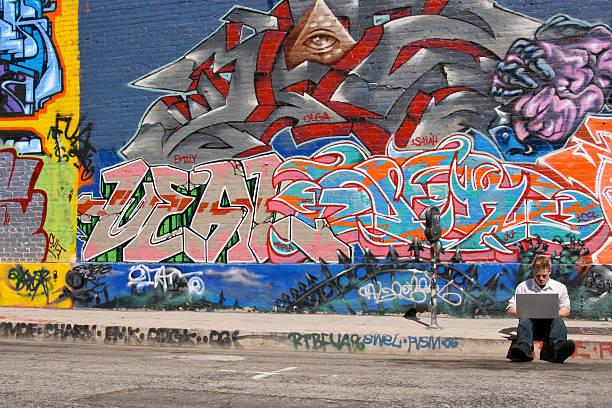 エスケープ - street graffiti ストックフォトと画像