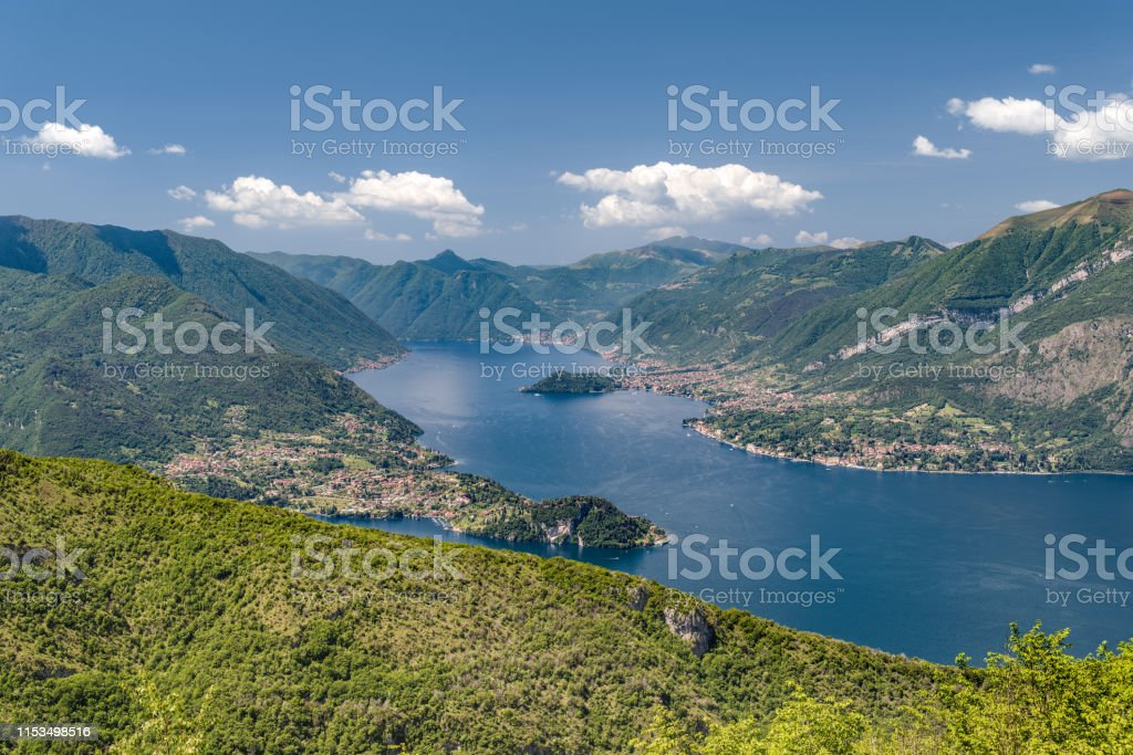 Esino Lario, Lecco, Lombardy, Italy, June 1, 2019 - View on Como lake and Bellagio peninsula in a clear midday, taken from the commemorative plaque to ing. Pietro Pensa on the Agueglio pass (1140 m) - Стоковые фото Без людей роялти-фри