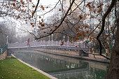 Sisli bir kış sabahı Porsuk çayı manzarası