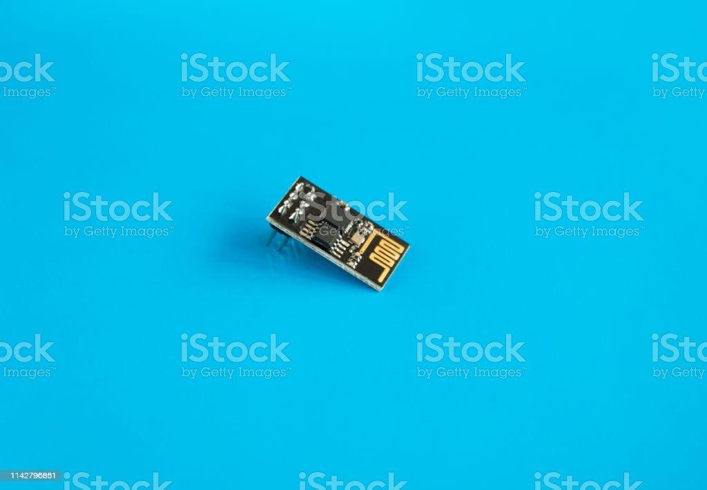 esp8266, ESP-01 módulo WiFi para el desarrollo de dispositivos DIY - foto de stock