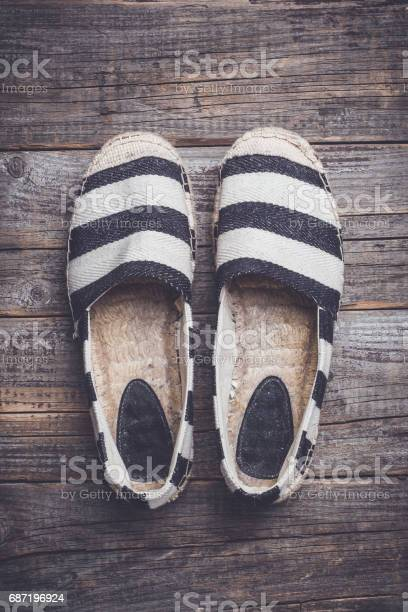 Espadrilles on wooden background picture id687196924?b=1&k=6&m=687196924&s=612x612&h=onq7ylawqzkm7kfmhk5el9mfkwujjrxdobspckf0uui=