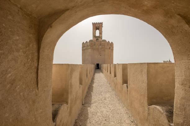 Torre de Espantaperros en fortificación árabe de Badajoz - foto de stock