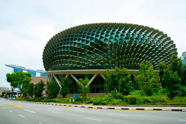 Esplanade Theatres on the Bay SINGAPORE CITY, SINGAPORE - April 14, 2019: Esplanade Theatres on the Bay is a performing arts centre opened in 2002 esplanade theater stock pictures, royalty-free photos & images
