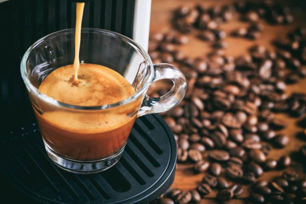 espresso-kaffee und maschine - espresso stock-fotos und bilder
