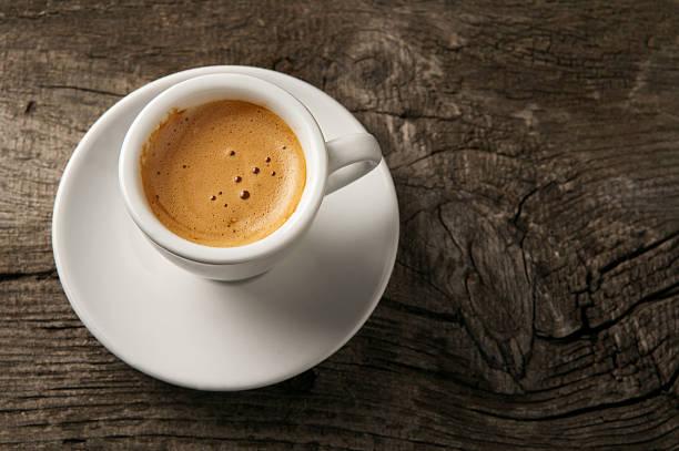 espresso kaffee tasse mit schaum auf aufsicht - espresso stock-fotos und bilder