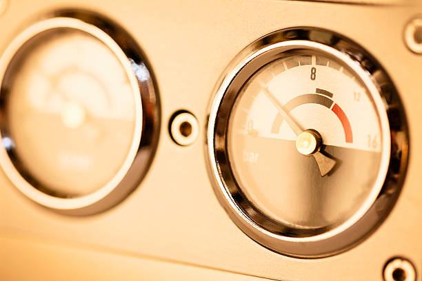 macchina per caffè espresso di sfondo - argento metallo caffettiera foto e immagini stock