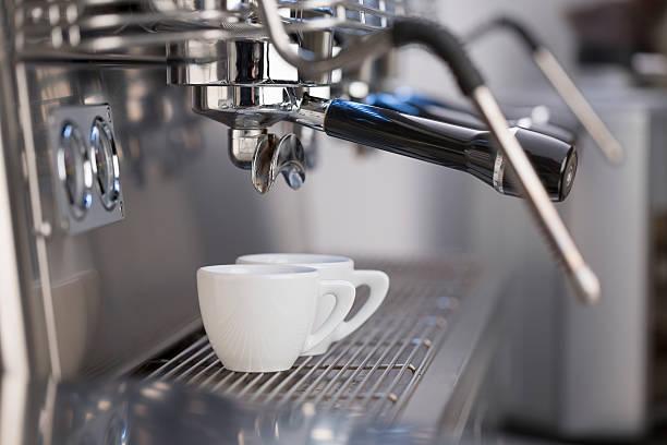 macchina per il caffè espresso - argento metallo caffettiera foto e immagini stock
