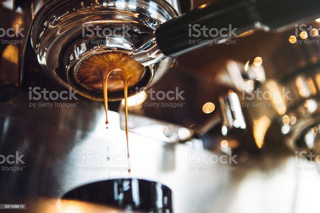 Espressomaschine ziehen eine Aufnahme - Lizenzfrei Kaffee - Getränk Stock-Foto