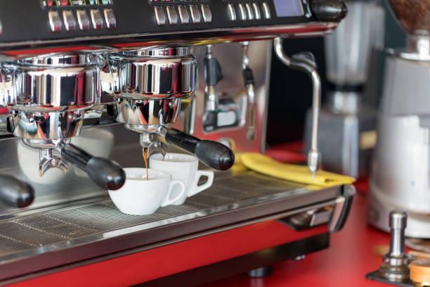 espresso - argento metallo caffettiera foto e immagini stock