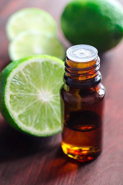 olio essenziale di limone - oli, aromi e spezie foto e immagini stock