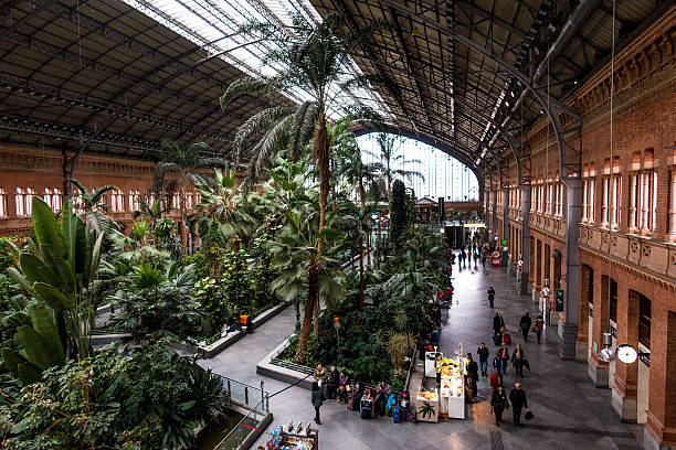 estacion de atocha train station horizontal inside hall - foto de stock