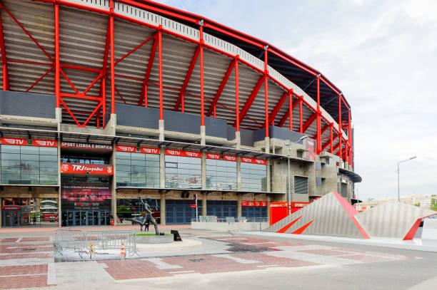 estadio da luz (stadium of light), hemmaarena för den s.l. benfica - football portugal flag bildbanksfoton och bilder