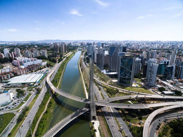 ponte estaiada e arranha-céus em são paulo, brasil - sao paulo - fotografias e filmes do acervo
