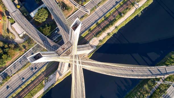 ponte estaiada, são paulo, brasil. ponte estaiada na cidade de são paulo. - sao paulo - fotografias e filmes do acervo