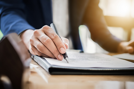 istock estate agent gives pen and documents agreement with customer to 875093682