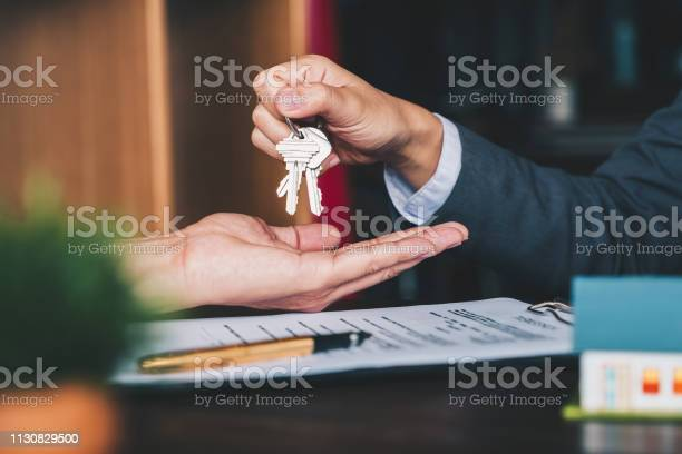 Estate agent giving house keys to woman and sign agreement in office picture id1130829500?b=1&k=6&m=1130829500&s=612x612&h=aff2lnrpomxv6afhly1x4zo5ge nbh4a j9v3kktbfe=