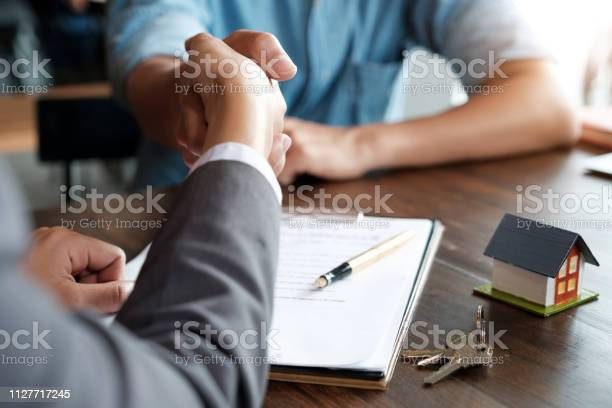 Estate agent shaking hands with his customer after contract signature picture id1127717245?b=1&k=6&m=1127717245&s=612x612&h=yurkoot if9yv6vu2md5lritmga79cqeldsaopiwtcu=