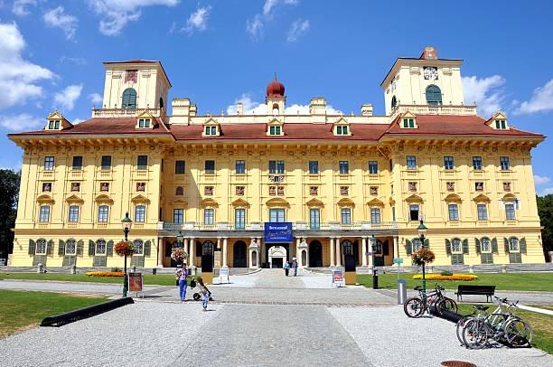 esterházy palace, eisenstadt, österreich - burgenland stock-fotos und bilder