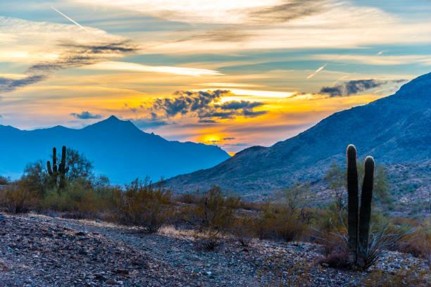 estrella mountain sunset - süden stock-fotos und bilder